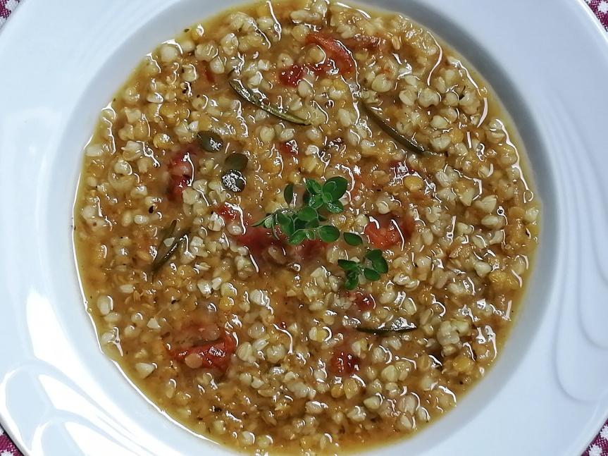 Zuppa di grano saraceno e lenticchierosse